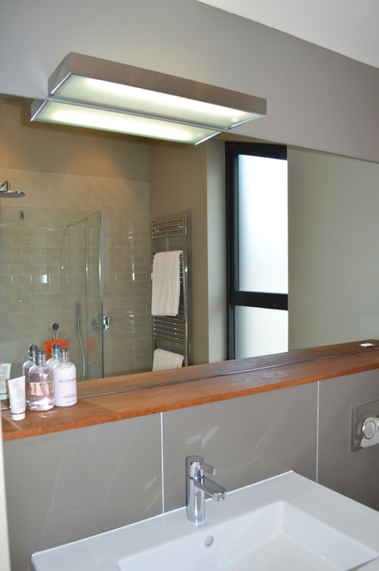 Ensuite Shower Room with Large Format Tiles Modern Banyo ArchitectureLIVE Modern