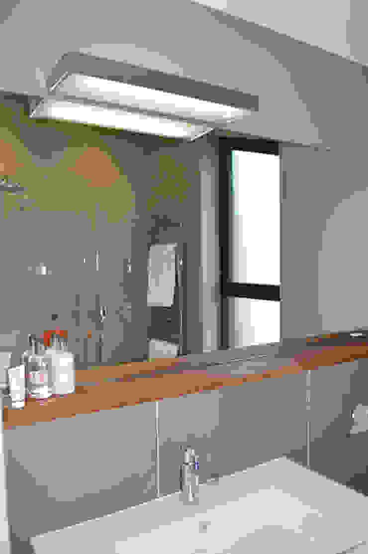Ensuite Shower Room with Large Format Tiles Modern bathroom by ArchitectureLIVE Modern