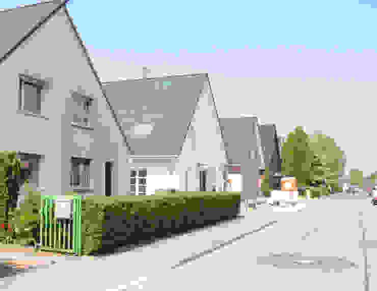 Straßenansicht Landhäuser von arieltecture Gesellschaft von Architekten mbH BDA Landhaus