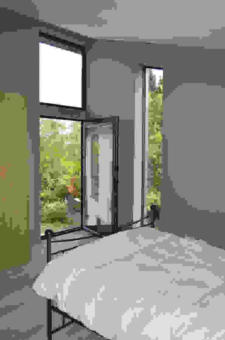 The Master Bedroom features a Juliet balcony Modern Balkon, Veranda & Teras ArchitectureLIVE Modern