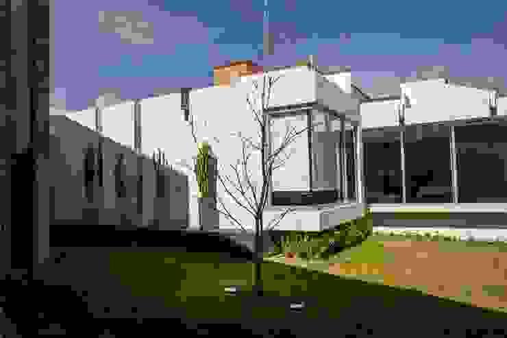 Casas modernas de GRUPO VOLTA Moderno
