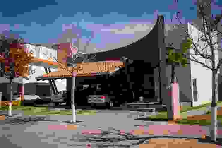 Casas de estilo moderno de GRUPO VOLTA Moderno