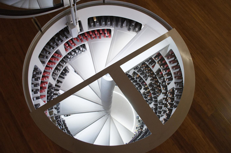 White Spiral Cellar with Round Hinged Door Cantina moderna di homify Moderno