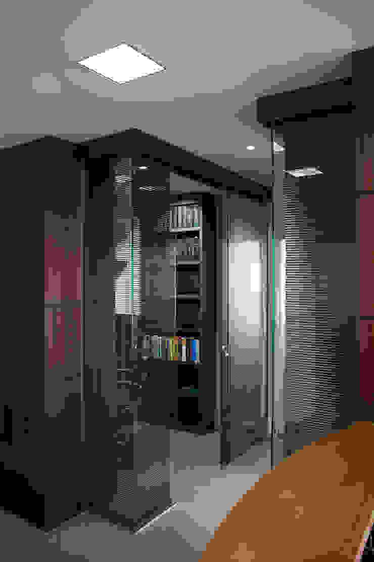Escritório de Advocacia – Sobriedade, Requinte e Praticidade Espaços comerciais modernos por Carolina Burin Arquitetura Ltda Moderno