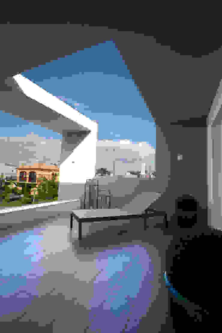 Tweedie+Pasquali Minimalistischer Balkon, Veranda & Terrasse