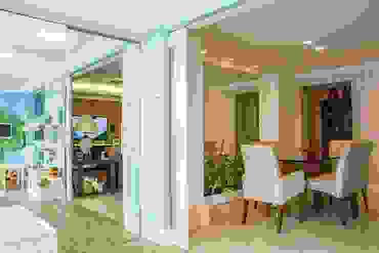 Moderne Wohnzimmer von Carolina Burin Arquitetura Ltda Modern