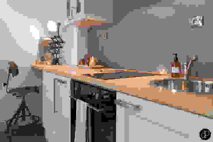 Boulevard Haussmann - Appartement 25m2 Cuisine moderne par Decoration Parisienne Moderne