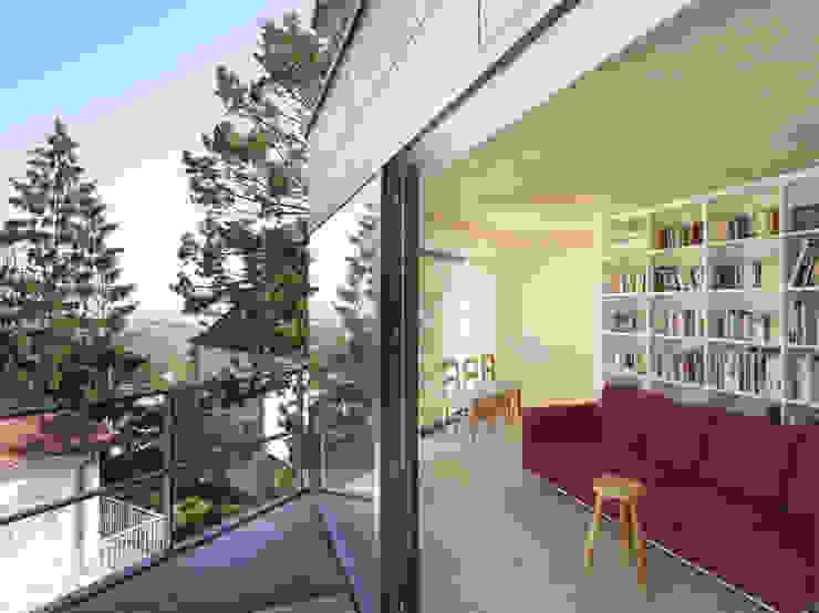 Haus K2 Minimalistischer Balkon, Veranda & Terrasse von Bottega + Ehrhardt Architekten GmbH Minimalistisch