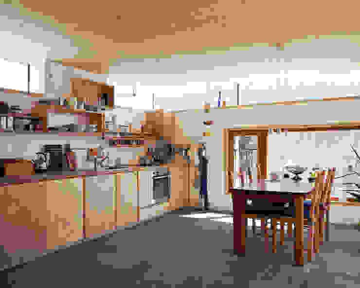 Transformation zum Zweiparteienhaus Skandinavische Küchen von Architekt Daniel Fügenschuh ZT GMBH Skandinavisch