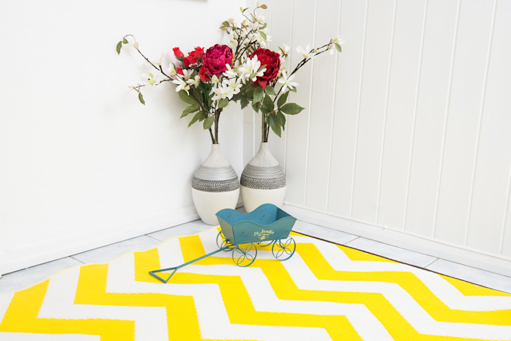 INDOOR/OUTDOOR, PLASTIC PSYCHEDELIA RUG YELLOW AND WHITE: modern  by Green Decore, Modern Plastic
