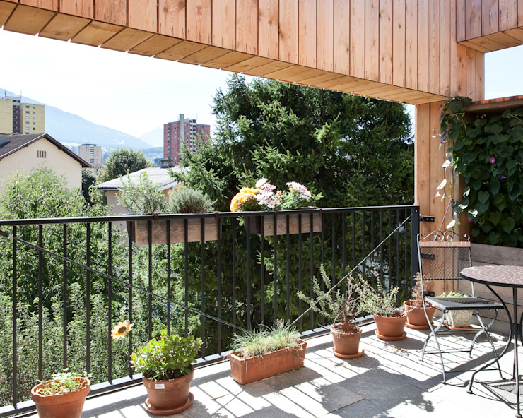 Transformation zum Zweiparteienhaus Moderner Balkon, Veranda & Terrasse von Architekt Daniel Fügenschuh ZT GMBH Modern
