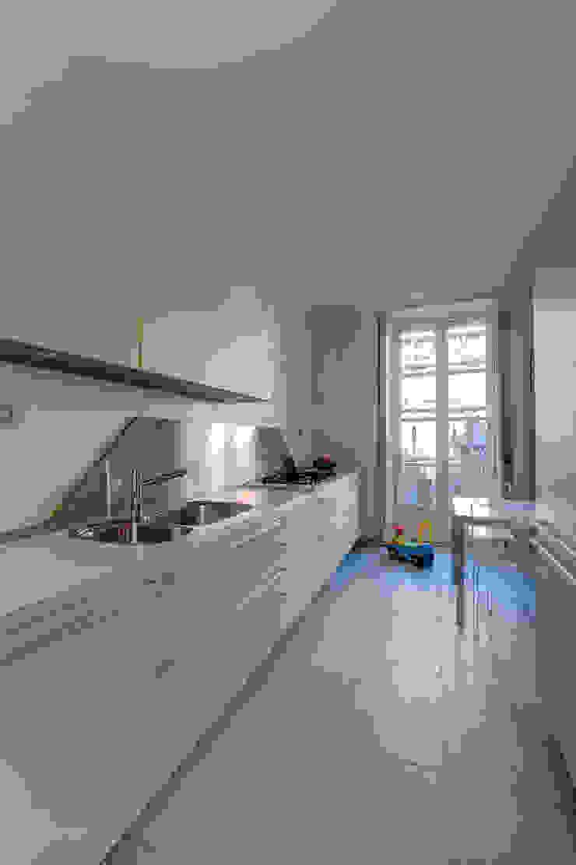 Modern kitchen by POINT. ARCHITECTS Modern