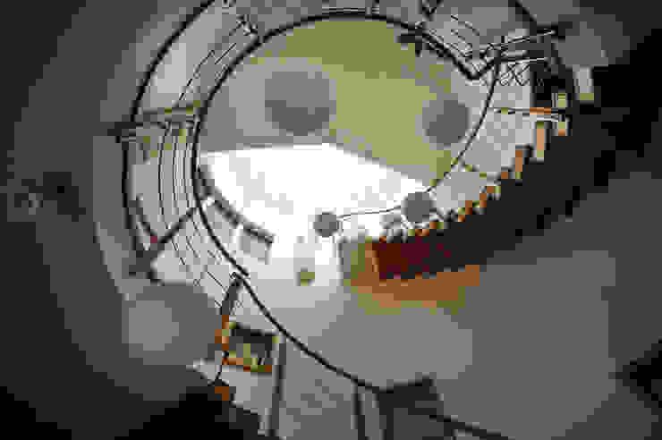 Футуристический дом Коридор, прихожая и лестница в эклектичном стиле от Миллениум Проект Эклектичный