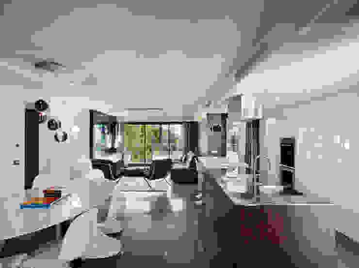 Villa Alexandra, CANNES Modern living room by SoFarSoNear Modern