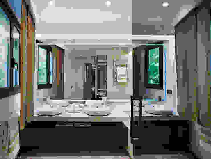 Villa Alexandra, CANNES Modern bathroom by SoFarSoNear Modern