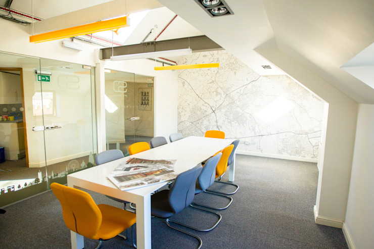 Custom Map Wallpaper used in an architects' meeting room の Wallpapered ミニマル