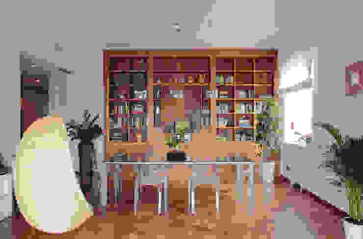 soggiorno - controcampo con libreria Soggiorno moderno di Gaia Brunello   in-photo Moderno