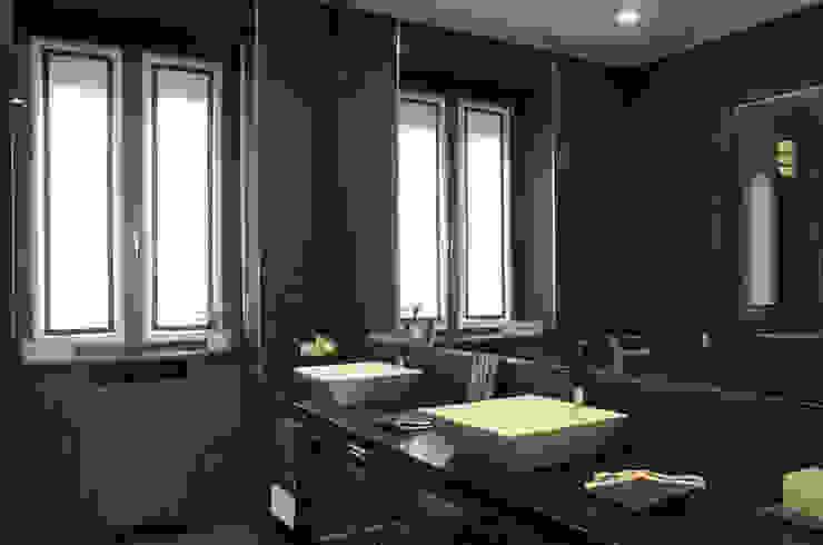 bagno monocromo Bagno moderno di Gaia Brunello   in-photo Moderno