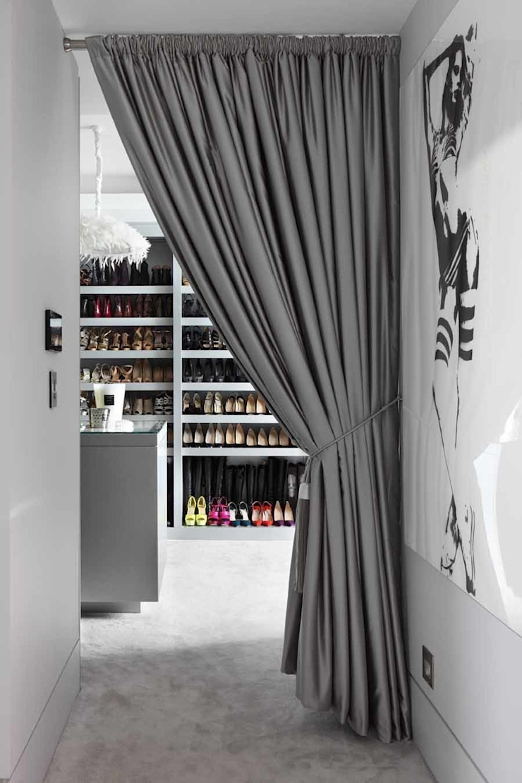 DRESSING ROOM Modern dressing room by Iggi Interior Design Modern