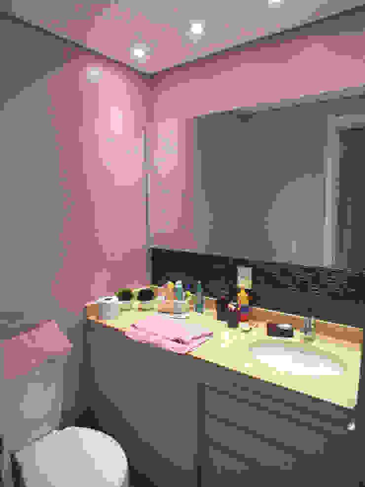 Banheiro da menina Banheiros clássicos por Arketing Identidade e Ambiente Clássico