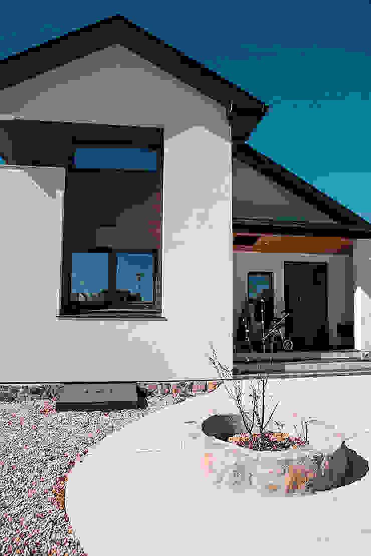 Fachada de entrada Casas de estilo moderno de Canexel Moderno
