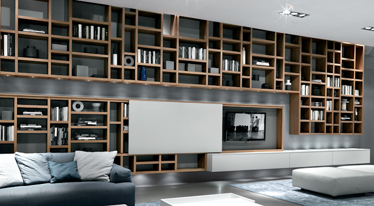 Wall hung TV unit and bookcase. Also with a glass sliding door to lower unit por Lamco Design LTD Moderno