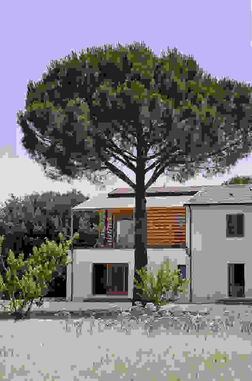 Ristrutturazione ed ampliamento di un fabbricato rurale a Suvereto (LI) mc2 architettura Case in stile mediterraneo