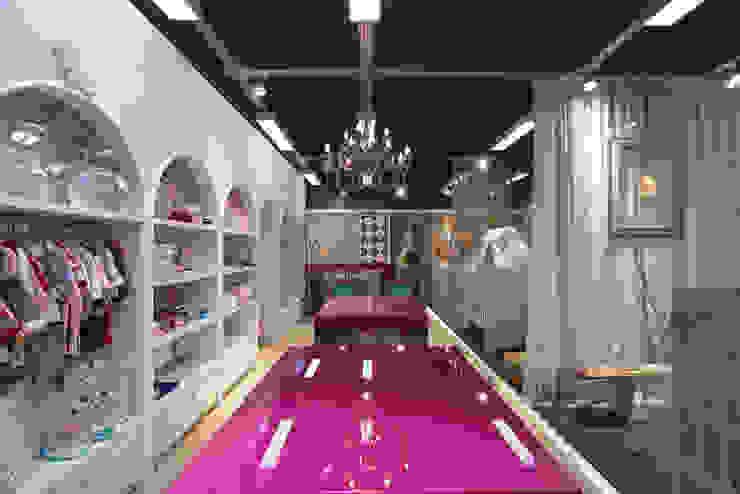 upa bebê Lojas & Imóveis comerciais clássicos por Craft-Espaço de Arquitetura Clássico