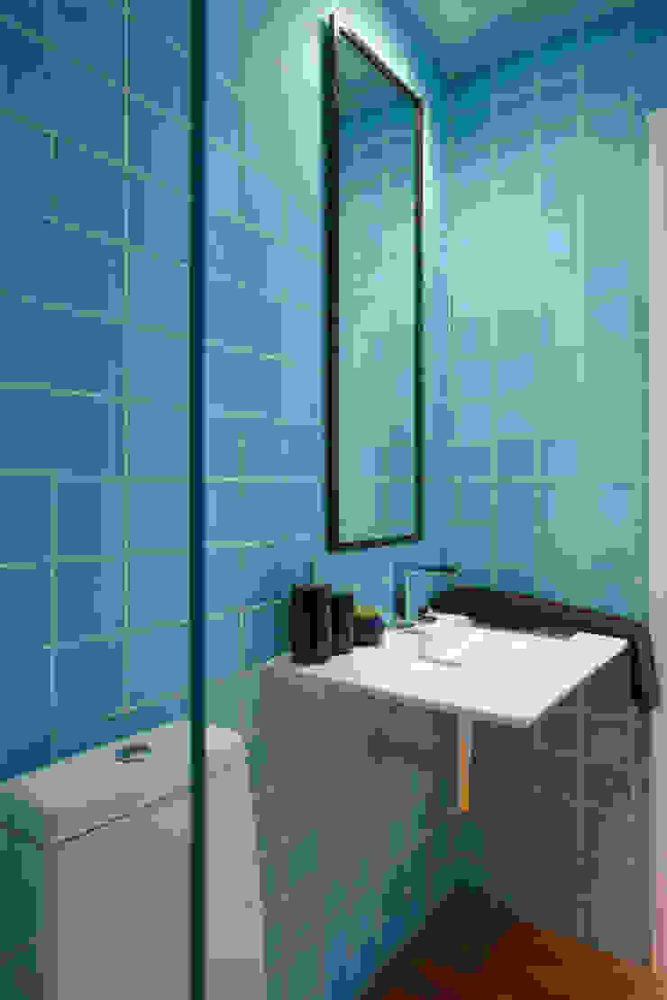 Eclectic style bathroom by Nara Cunha Arquitetura e Interiores Eclectic