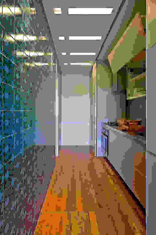 Eclectic style kitchen by Nara Cunha Arquitetura e Interiores Eclectic