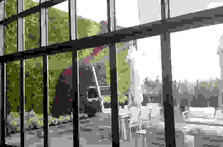 ENVERDE Moderner Balkon, Veranda & Terrasse