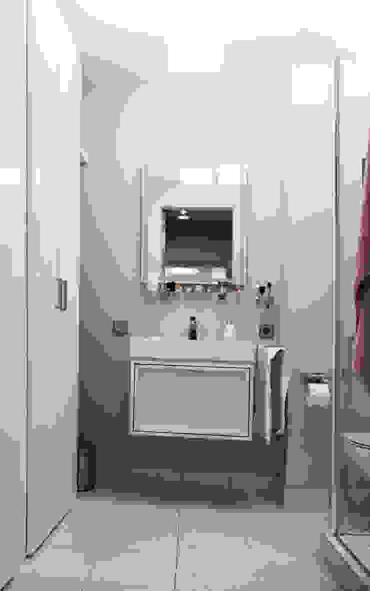 Phòng tắm phong cách hiện đại bởi Архитектурная Мастерская Акинкина и Авруцкой Hiện đại