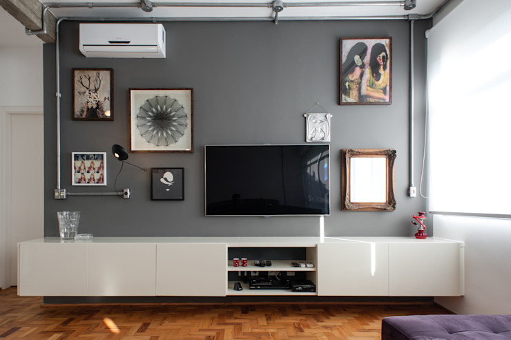 Industrial style media rooms by PM Arquitetura Industrial
