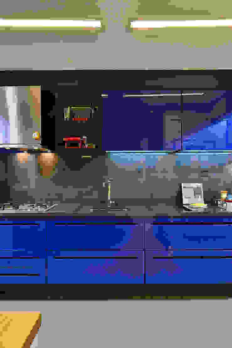 Cozinha arrojada e moderna em Salvador Evviva Bertolini Cozinhas modernas