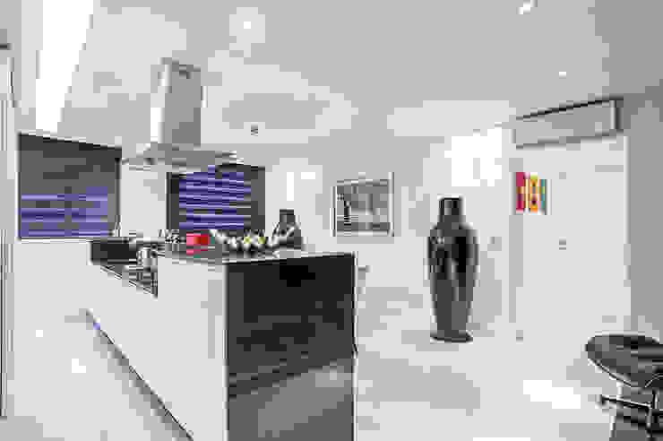 Apartamento masculino em Curitiba Cozinhas modernas por Evviva Bertolini Moderno