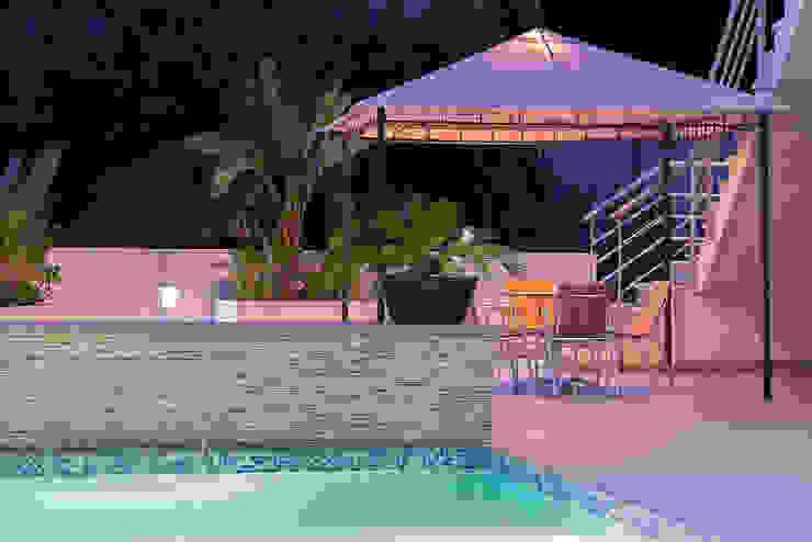 patio y piscina Per Hansen Piscinas de estilo moderno