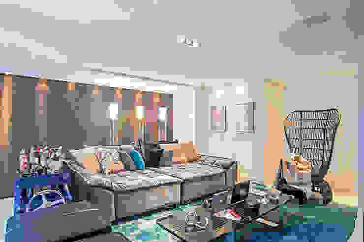 Apartamento masculino em Curitiba Salas de jantar modernas por Evviva Bertolini Moderno