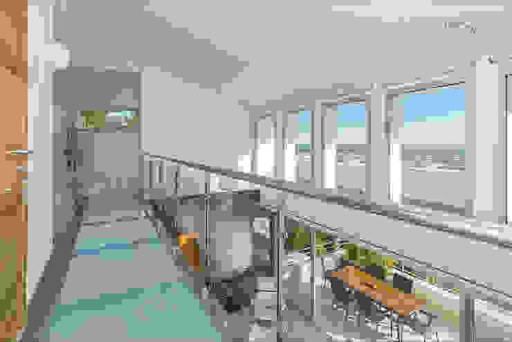 aceso dormitorio principal Pasillos, vestíbulos y escaleras de estilo minimalista de Per Hansen Minimalista
