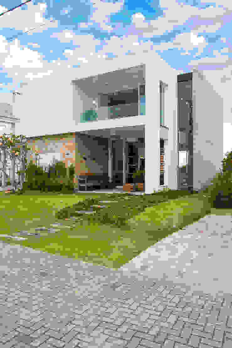 SBARDELOTTO ARQUITETURA Casas estilo moderno: ideas, arquitectura e imágenes