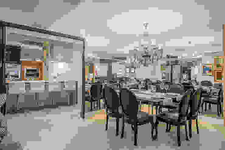 Phòng ăn phong cách kinh điển bởi Evviva Bertolini Kinh điển