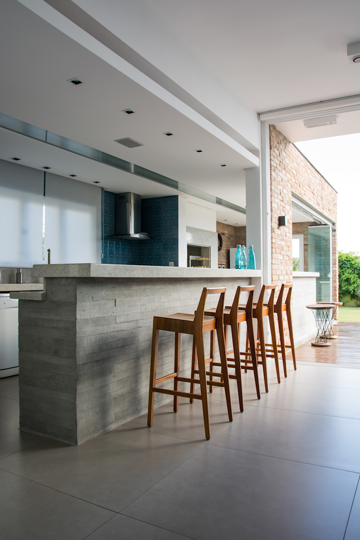 SBARDELOTTO ARQUITETURA Modern kitchen