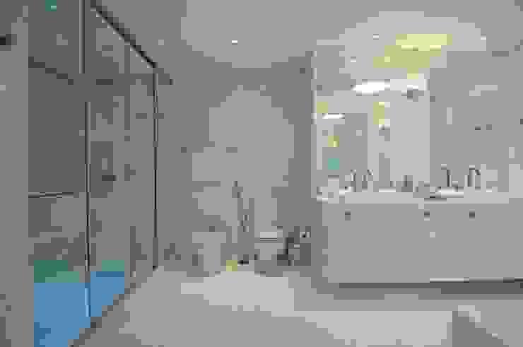 SALA DE BANHO Banheiros modernos por DIARNA GUS ESCRITORIO DE ARQUITETURA Moderno
