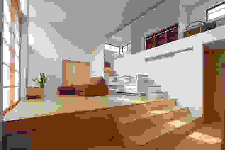 Salones de estilo ecléctico de 株式会社 井川建築設計事務所 Ecléctico