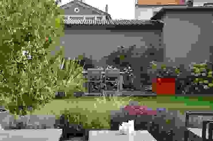 Modern style gardens by GARDEN TROTTER Modern