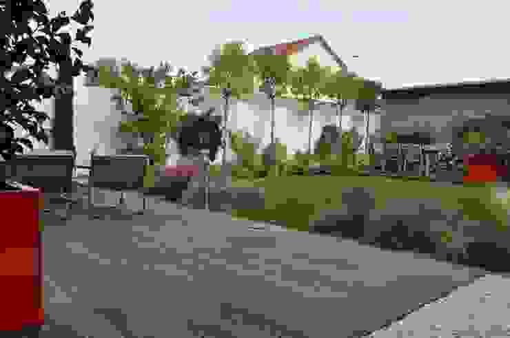 Сад в стиле модерн от GARDEN TROTTER Модерн