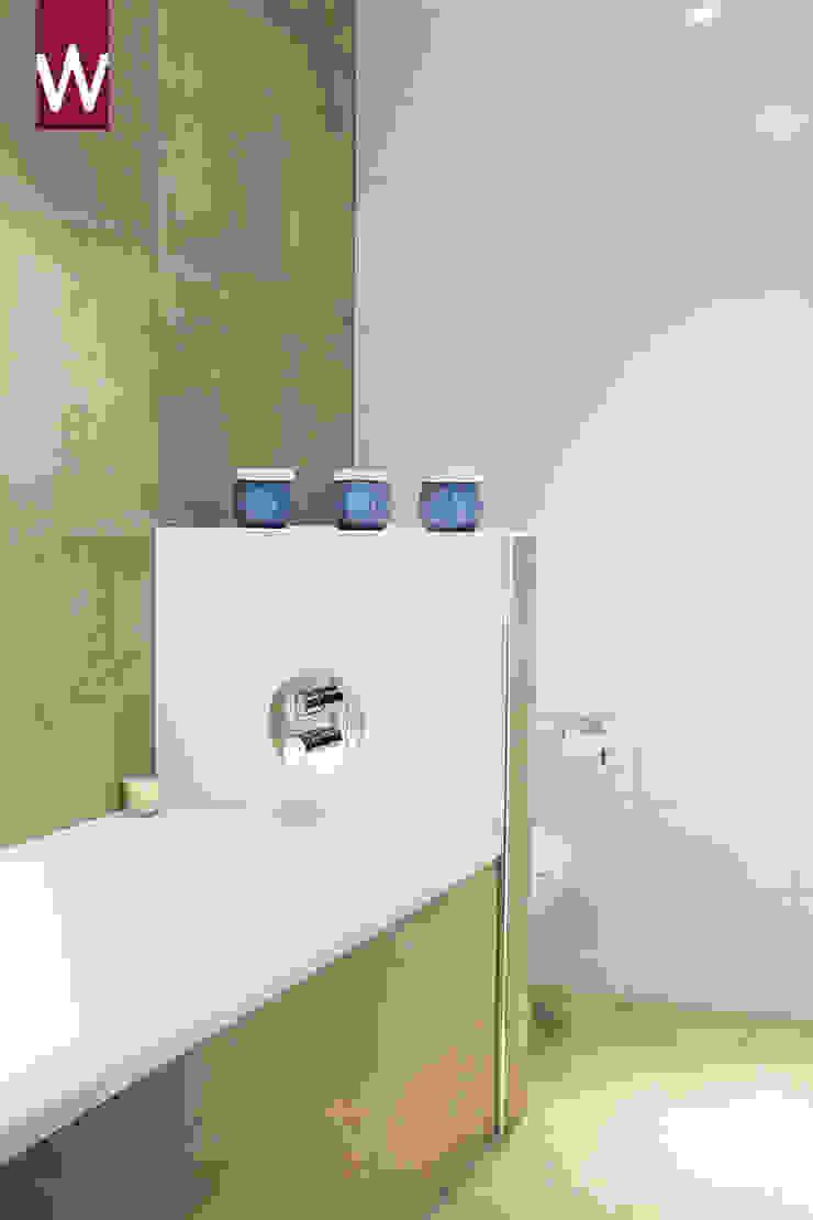 Rustieke badkamer met groot formaat tegels in natuurlijke tinten Rustieke badkamers van Van Wanrooij keuken, badkamer & tegel warenhuys Rustiek & Brocante