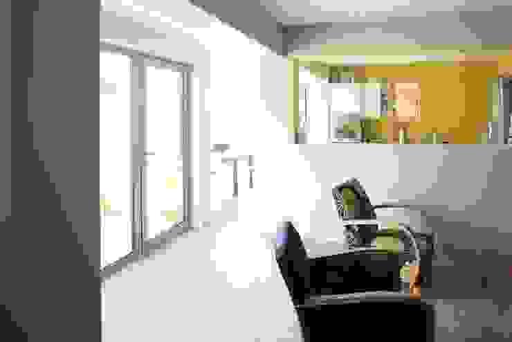 Transparence Salon scandinave par bertin bichet architectes Scandinave