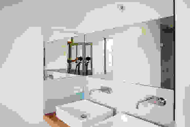 BLEU CIEL BERTIN BICHET ARCHITECTES Salle de bain scandinave