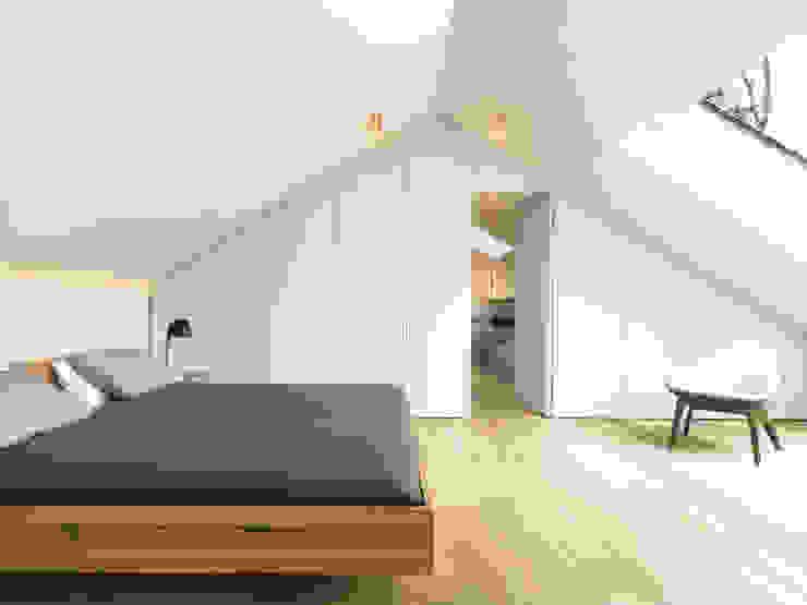 LASSEHAUS Moderne Schlafzimmer von Spandri Wiedemann Architekten Modern Holz Holznachbildung