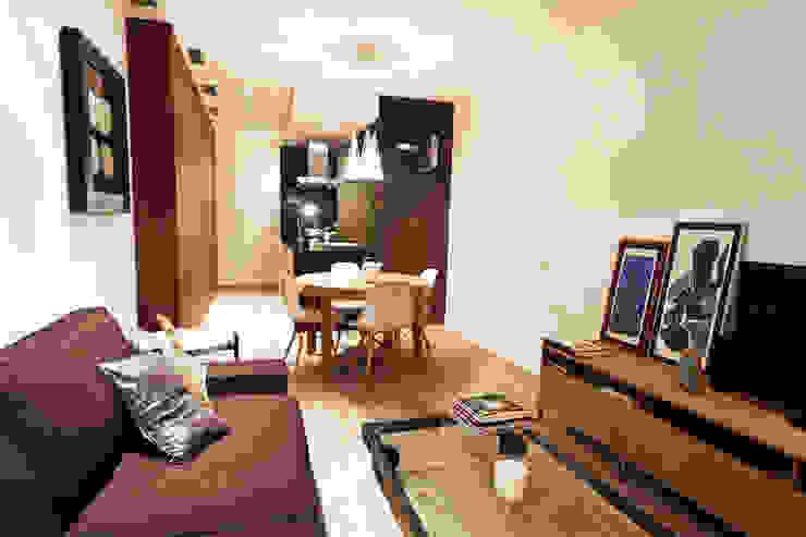 Apartamento turístico RBLA. CATALUNYA - Una espacio para disfrutar Salones de estilo moderno de homify Moderno